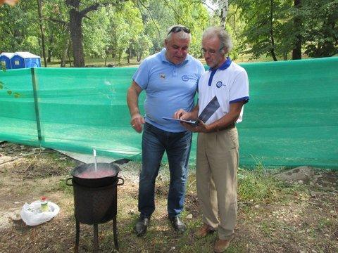 Слева Эдуард Филь - радушный организатор